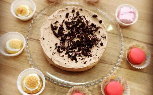 Блинный торт с шоколадом, макарон, зефир, гимов, пирожное шу, маршмелоу